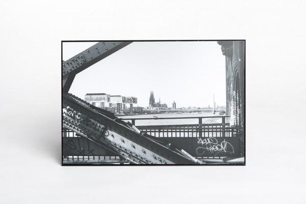"""Aluminium Schattenfugenrahmen 30 x 45 cm """"Dom-Südbrücke-Kranhäuser"""" schwarz/weiß"""