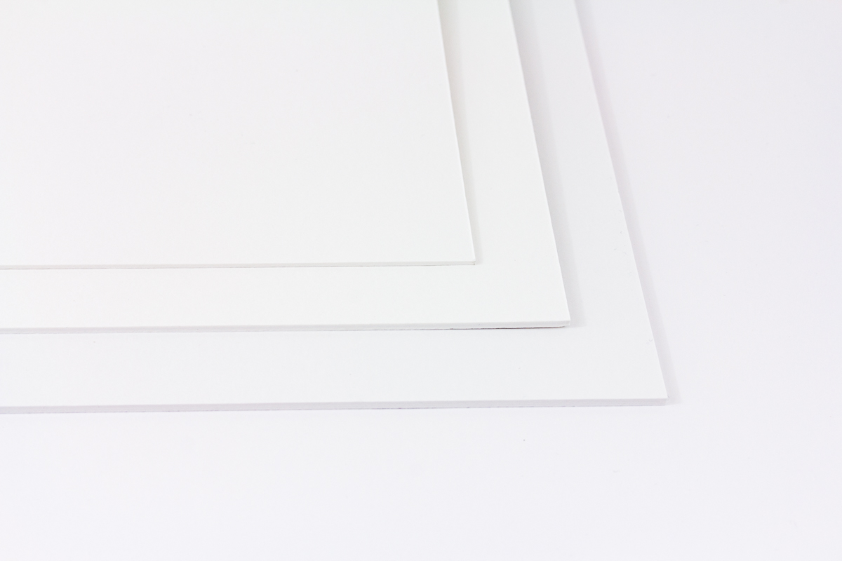 Passepartoutkarton-hellweiss